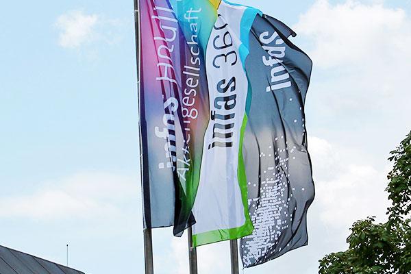 Fahne der Holding sowie der infas 360 und des infas Institutes